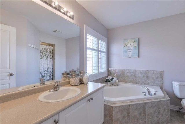 Detached at 50 Braith Cres, Whitchurch-Stouffville, Ontario. Image 3