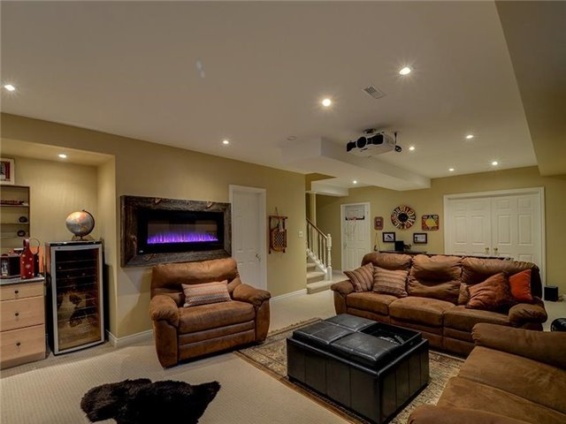 Detached at 16 Forfardale Rd, Whitchurch-Stouffville, Ontario. Image 4