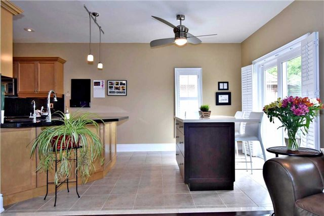 Detached at 804 Foxcroft Blvd, Newmarket, Ontario. Image 15