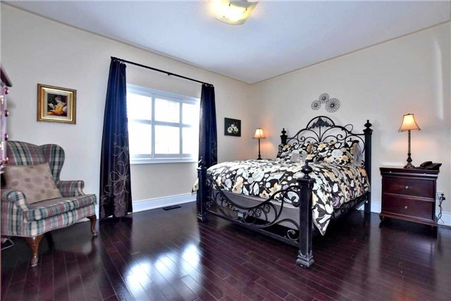 Detached at 804 Foxcroft Blvd, Newmarket, Ontario. Image 17