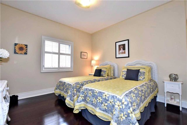 Detached at 804 Foxcroft Blvd, Newmarket, Ontario. Image 2