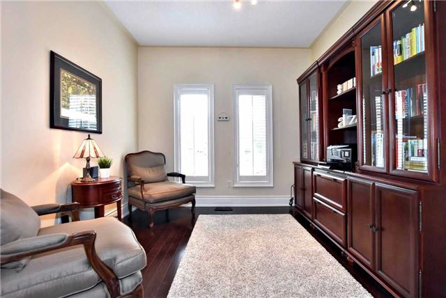Detached at 804 Foxcroft Blvd, Newmarket, Ontario. Image 3