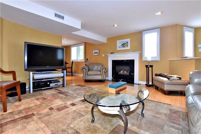 Detached at 804 Foxcroft Blvd, Newmarket, Ontario. Image 4