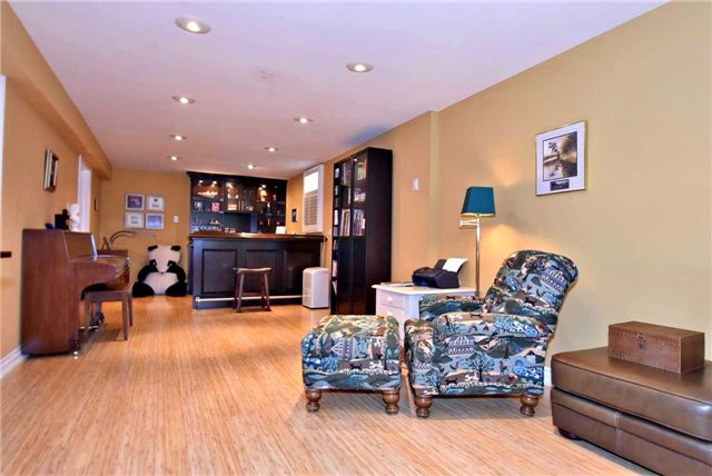 Detached at 804 Foxcroft Blvd, Newmarket, Ontario. Image 5