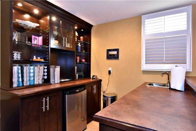 Detached at 804 Foxcroft Blvd, Newmarket, Ontario. Image 6