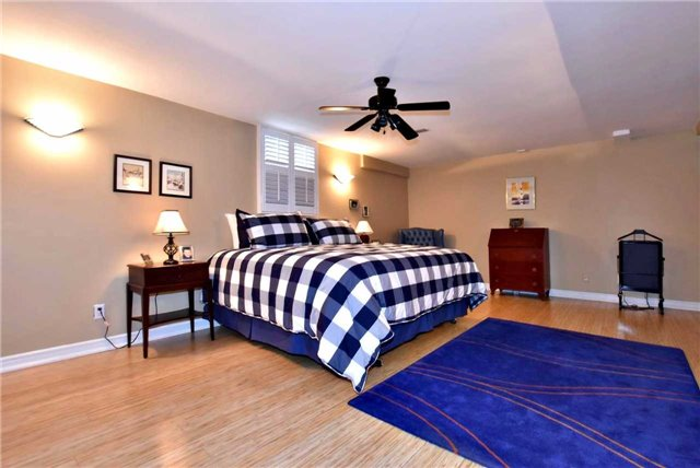 Detached at 804 Foxcroft Blvd, Newmarket, Ontario. Image 8