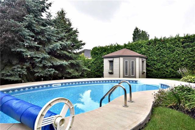 Detached at 804 Foxcroft Blvd, Newmarket, Ontario. Image 9