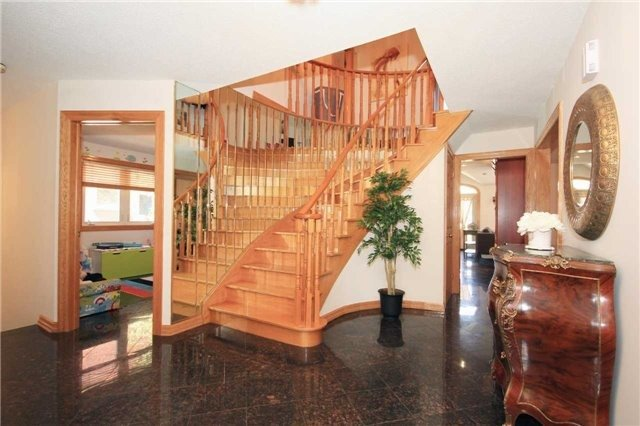 Detached at 106 Birch Ave, Richmond Hill, Ontario. Image 2