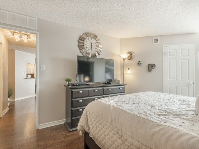 Condo With Common Elements at 100 Arbors Lane, Unit 106, Vaughan, Ontario. Image 4