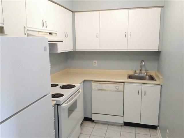 Condo Apartment at 155 Riverglen Dr, Unit 220, Georgina, Ontario. Image 10