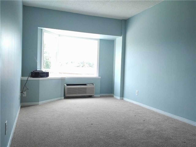 Condo Apartment at 155 Riverglen Dr, Unit 220, Georgina, Ontario. Image 11