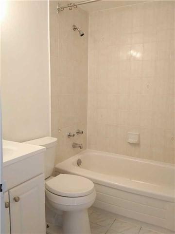 Condo Apartment at 155 Riverglen Dr, Unit 220, Georgina, Ontario. Image 13