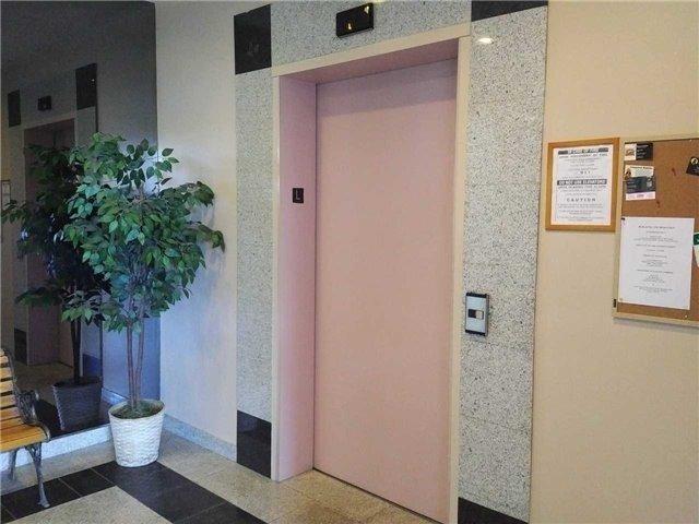 Condo Apartment at 155 Riverglen Dr, Unit 220, Georgina, Ontario. Image 14