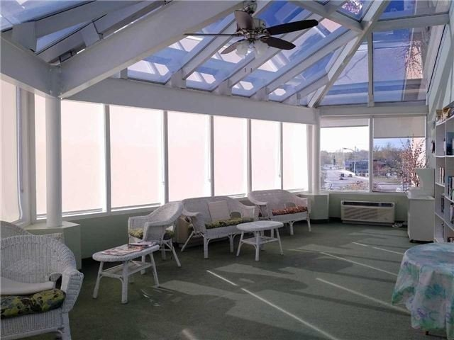 Condo Apartment at 155 Riverglen Dr, Unit 220, Georgina, Ontario. Image 2