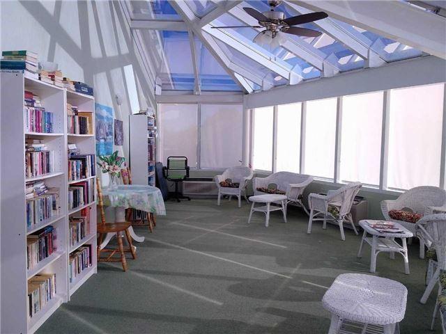 Condo Apartment at 155 Riverglen Dr, Unit 220, Georgina, Ontario. Image 3