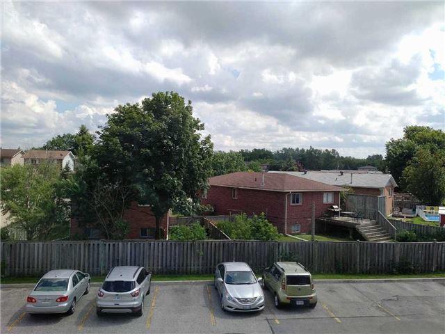 Condo Apartment at 155 Riverglen Dr, Unit 220, Georgina, Ontario. Image 4