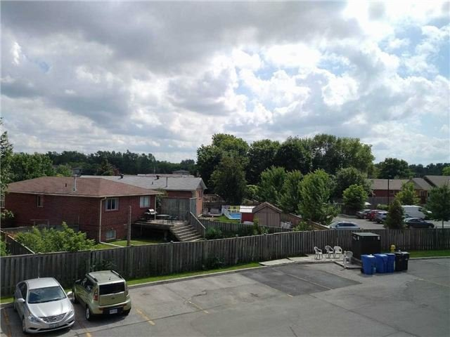 Condo Apartment at 155 Riverglen Dr, Unit 220, Georgina, Ontario. Image 6