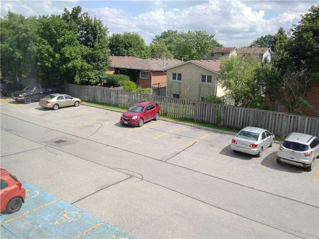 Condo Apartment at 155 Riverglen Dr, Unit 220, Georgina, Ontario. Image 7