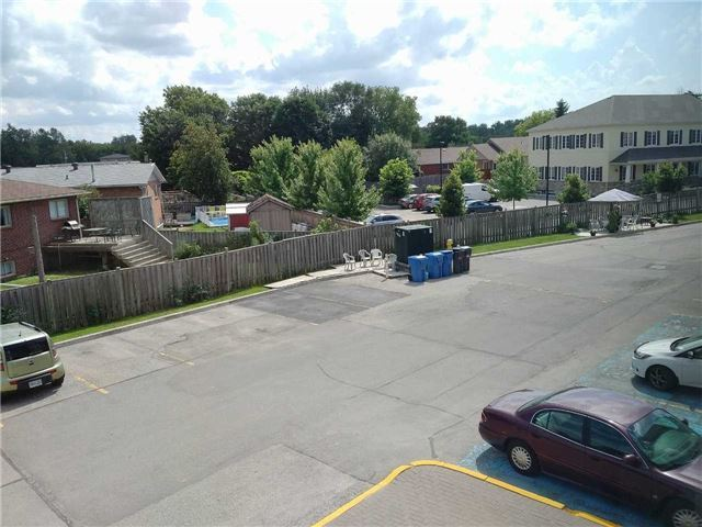 Condo Apartment at 155 Riverglen Dr, Unit 220, Georgina, Ontario. Image 8