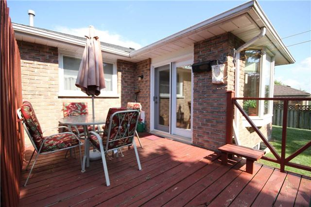 Detached at 140 Melbourne Dr, Bradford West Gwillimbury, Ontario. Image 7
