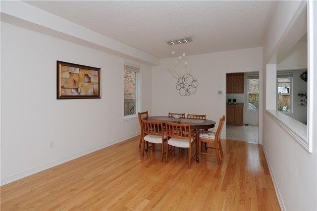 Detached at 71 Eakin Mill Rd, Markham, Ontario. Image 16