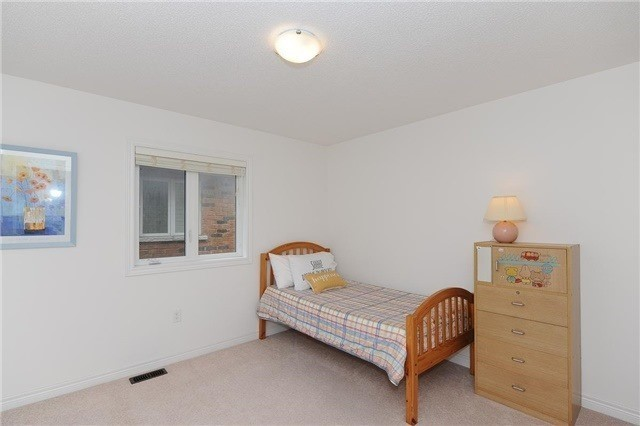 Detached at 71 Eakin Mill Rd, Markham, Ontario. Image 6