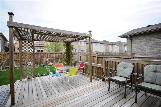 Detached at 71 Eakin Mill Rd, Markham, Ontario. Image 9
