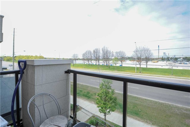 Condo Townhouse at 9601 Jane St, Unit 8, Vaughan, Ontario. Image 3
