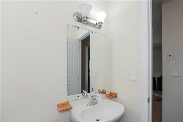 Condo Townhouse at 9601 Jane St, Unit 8, Vaughan, Ontario. Image 4