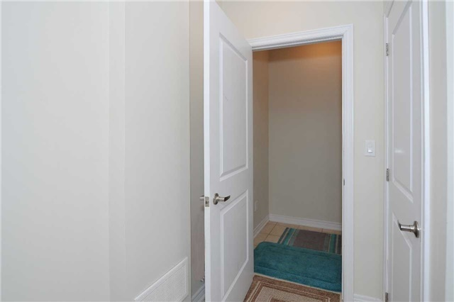 Condo Townhouse at 9601 Jane St, Unit 8, Vaughan, Ontario. Image 6