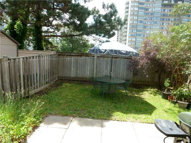 Detached at 60 Whitney Pl, Vaughan, Ontario. Image 6
