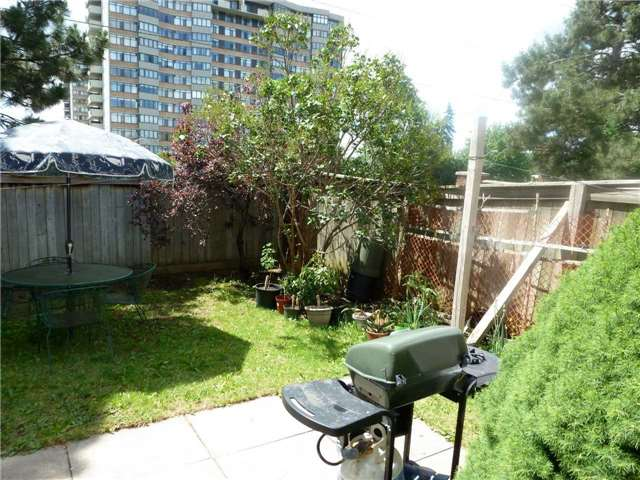 Detached at 60 Whitney Pl, Vaughan, Ontario. Image 7