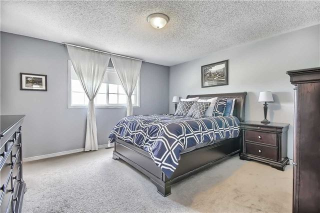 Townhouse at 129 Hammill Heights Dr, East Gwillimbury, Ontario. Image 3