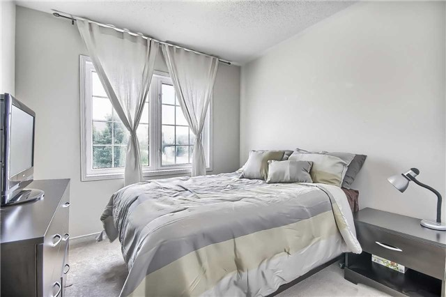 Townhouse at 129 Hammill Heights Dr, East Gwillimbury, Ontario. Image 5