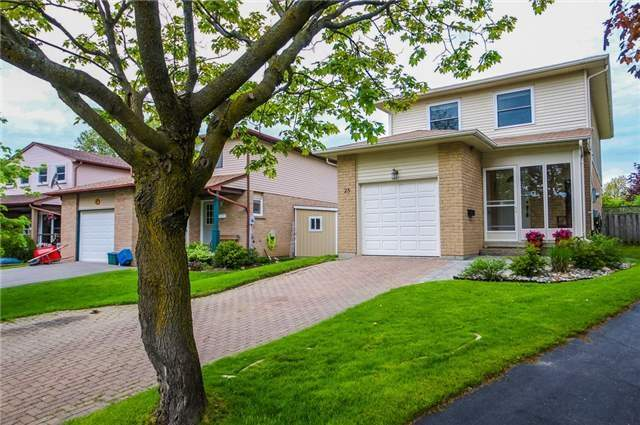 Detached at 25 Spring St, Whitchurch-Stouffville, Ontario. Image 1