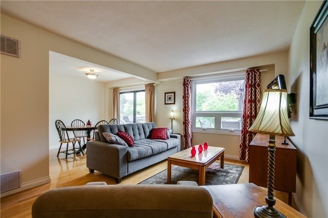 Detached at 25 Spring St, Whitchurch-Stouffville, Ontario. Image 17