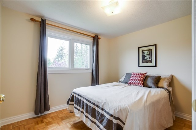 Detached at 25 Spring St, Whitchurch-Stouffville, Ontario. Image 8