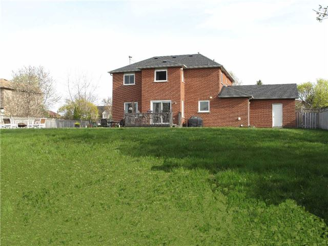 Detached at 2122 Fennell Dr, Innisfil, Ontario. Image 10