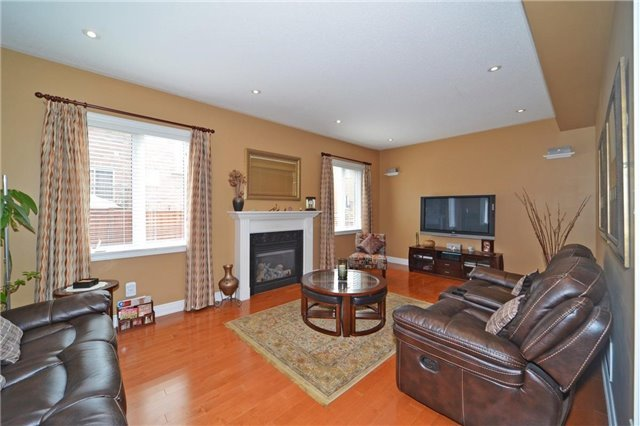 Detached at 83 Ampezzo Ave, Vaughan, Ontario. Image 3