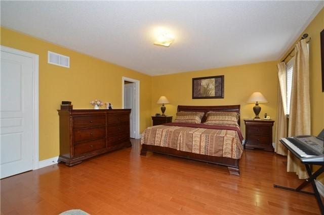 Detached at 83 Ampezzo Ave, Vaughan, Ontario. Image 4