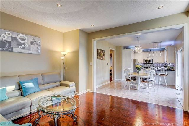 Detached at 129 Gemini Cres, Richmond Hill, Ontario. Image 2