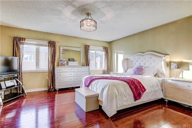 Detached at 129 Gemini Cres, Richmond Hill, Ontario. Image 4