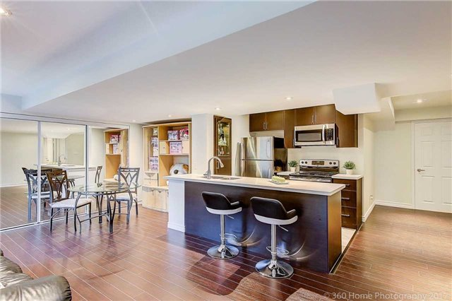Detached at 129 Gemini Cres, Richmond Hill, Ontario. Image 7
