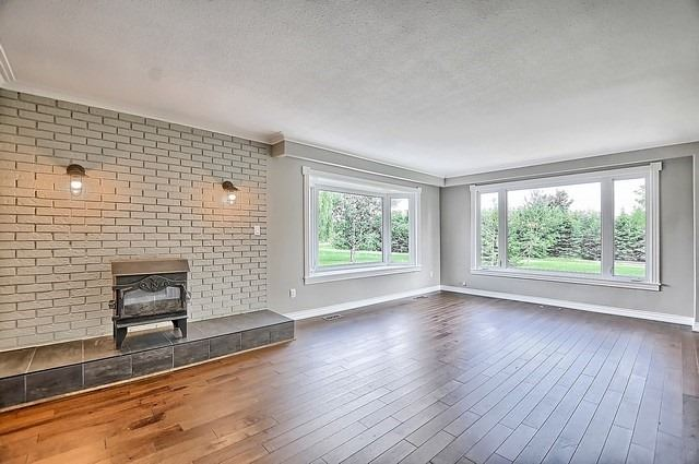 Detached at 5211 11th Line, Innisfil, Ontario. Image 16
