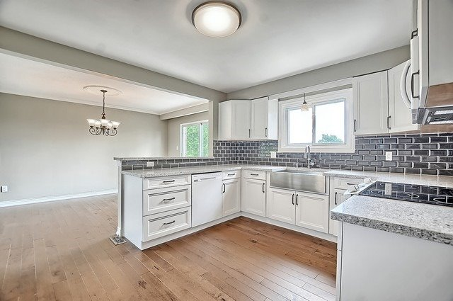 Detached at 5211 11th Line, Innisfil, Ontario. Image 19