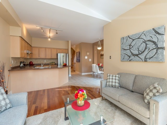 Townhouse at 57 Cedarcrest Cres, Richmond Hill, Ontario. Image 4