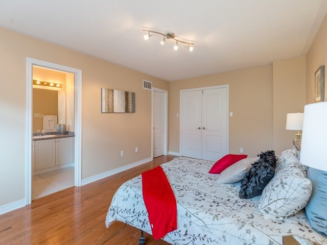 Townhouse at 57 Cedarcrest Cres, Richmond Hill, Ontario. Image 7