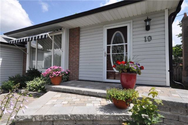 Detached at 19 Holland River Blvd, East Gwillimbury, Ontario. Image 12
