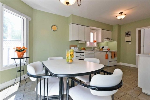 Detached at 376 Rushbrook Dr, Newmarket, Ontario. Image 19
