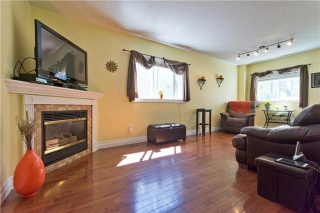 Detached at 376 Rushbrook Dr, Newmarket, Ontario. Image 2